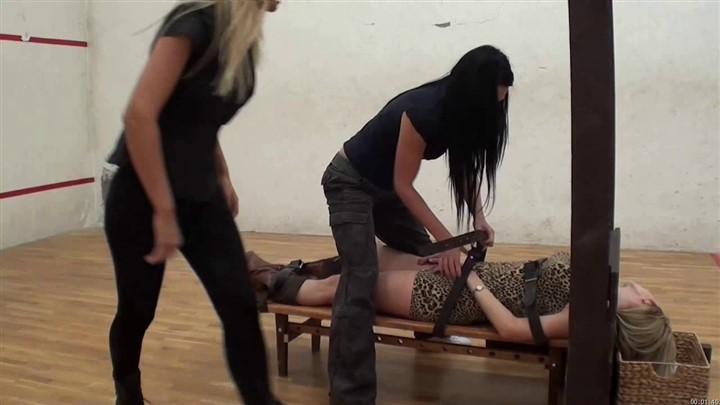 Annabelles Fantasy-Decapitation Of Andrea