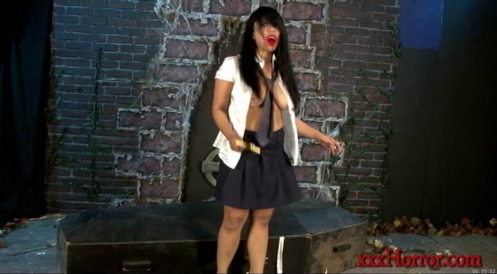 XXXHorror-Vampire Schoolgirl in The Body Bag